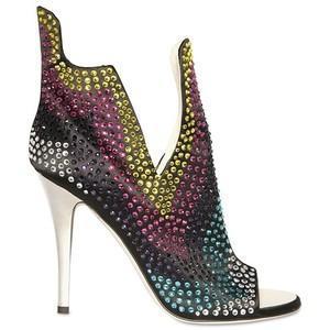 Слабость любой женщины, конечно же, обувь, а в особенности, если она с  очень высоким каблуком! d590ad7c281